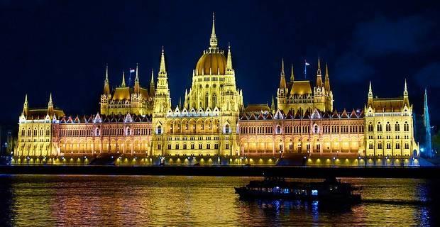 Llamar a Hungria